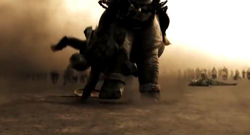 Quan sát kỹ bạn sẽ thấy con tê giác đã lướt qua người một tên lính Ba Tư.