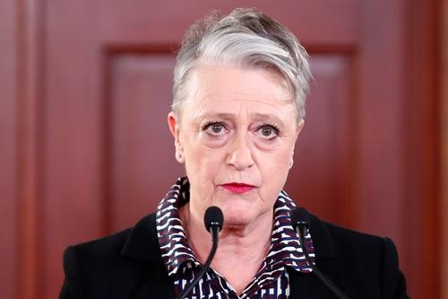 Bà Berit Reiss-Andersen công bố giải Nobel Hòa bình 2017. Ảnh: Reuters.