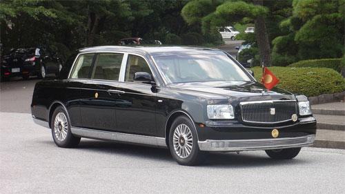century-the-he-moi-limousine-cua-toyota-thach-dau-mercedes-va-bmw-1