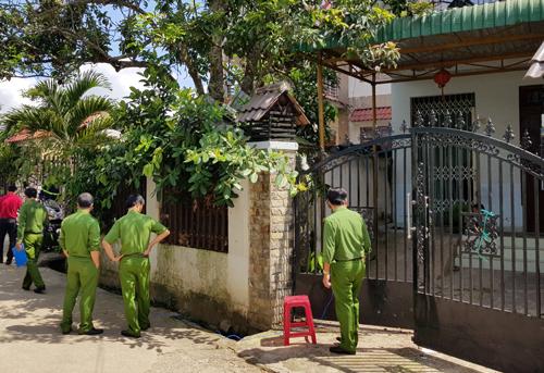 Cảnh sát khám nghiệm hiện trường vụ nổ miền. Ảnh: Khánh Hương