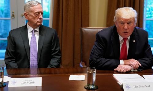 Tổng thống Mỹ Donald Trump (phải) và Bộ trưởng Quốc phòng James Mattis. Ảnh: REuters.