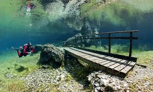 Công viên Áo biến thành hồ nước sâu vào mùa hè
