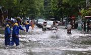 Đường phố Hải Phòng biến thành sông sau trận mưa lớn
