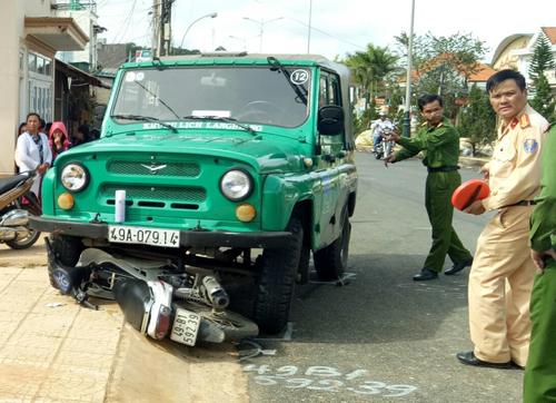 Hiện trường vụ tai nạn khiến nữ cán bộ thuế tử vong. Ảnh: Khánh Hương.