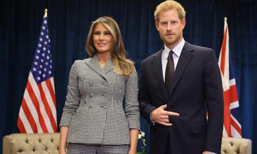 Đệ nhất Phu nhân Melania mặc vest trong cuộc gặp Hoàng tử Anh Harry hồi tháng trước. Ảnh: CNN.