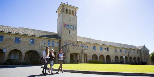 tu-tin-gianh-hoc-bong-50-cua-australian-catholic-university