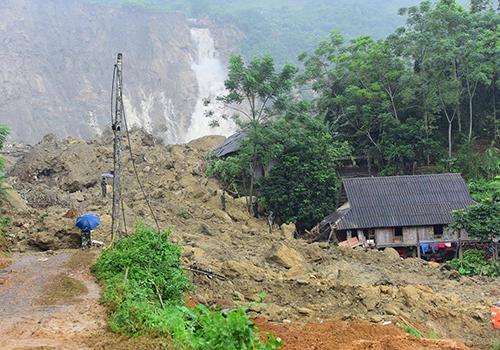 Vì sao miền núi phía Bắc liên tục sạt lở đất, vùi lấp nhiều người?