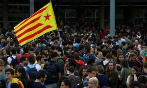 Biểu tình lớn phản đối Tây Ban Nha bắt thủ lĩnh ly khai Catalonia