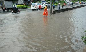 Máy bơm 'khủng' Sài Gòn tê liệt có phải do rác tắc cống?