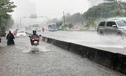 Đường Nguyễn Hữu Cảnh ngập sâu dù có máy bơm 'khủng'