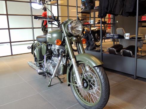 moto-co-dien-royal-enfield-classic-500-gia-125-trieu-dong-o-viet-nam