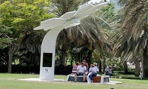 Cây nhân tạo sạc điện thoại, phát Wi-Fi miễn phí ở Dubai