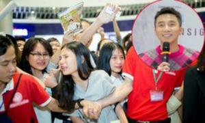 Tôi giật mình thấy nhiều cô gái trẻ khóc nấc vì được đứng gần Sơn Tùng M-TP