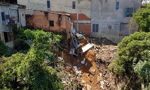 Hàng loạt căn nhà ở Đồng Nai bị sạt xuống thung lũng