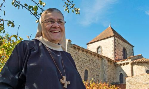 Xơ Pascale, trưởng tu viện Saint-Vincent ở Chantelle. Ảnh: AFP.