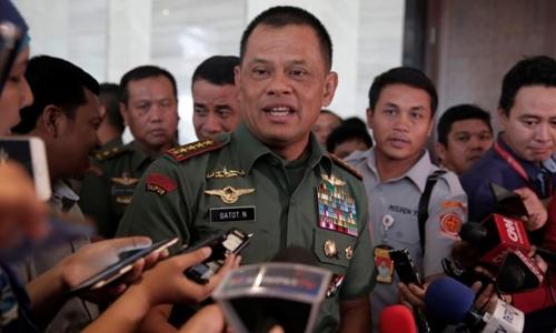 Tướng Gatot Nurmantyo trả lời báo giới tại sân bay Jakarta hồi tháng 1. Ảnh: Reuters.