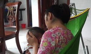Người giúp việc bạo hành bé trai hơn 4 tháng tuổi