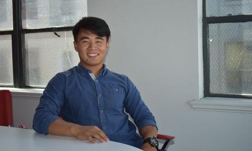 Charles Woo Rya, người Triều Tiên đào tẩu hiện sống ở Los Angeles, Mỹ. Ảnh: Mirror.