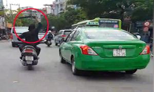 Côn đồ đập gãy hàng loạt gương chiếu hậu ôtô ở Sài Gòn