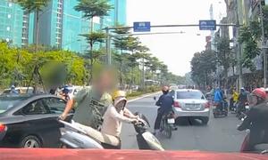 Những người nước ngoài phản ứng với giao thông Việt Nam