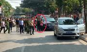 Đoàn xe cảnh sát giải cứu nữ điều dưỡng bị dí dao khống chế