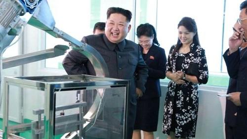 vo-kim-jong-un-thap-tung-chong-thi-sat-nha-may-my-phm