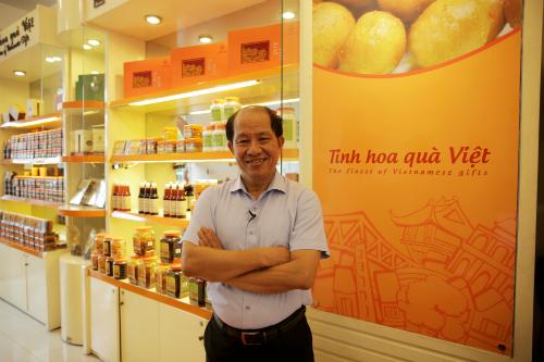Ông Nguyễn Hồng Lam, chủ thương hiệu ô mai Hồng Lam.
