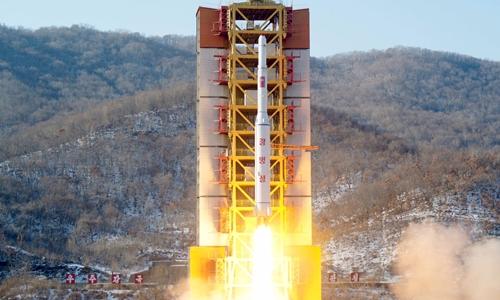 Vụ phóng tên lửa đưa vệ tinh lên quỹ đạo của Triều Tiên hồi tháng 2/2016. Ảnh: Kyodo/Reuters.