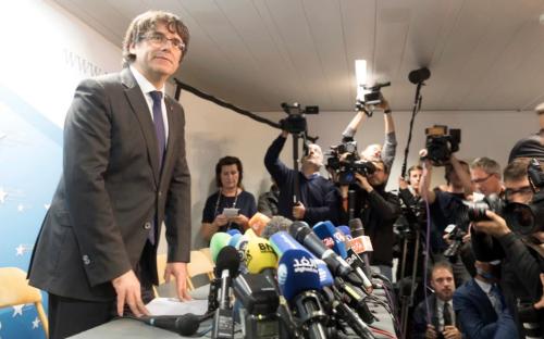 Ông Carles Puigdemont trong cuộc họp báo tại Brussels, Bỉ. Ảnh: AP.