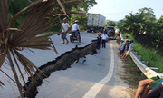 Những vụ lún nứt, sạt lở đất gây kinh hoàng
