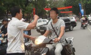 Cảnh sát mặc thường phục có được dừng xe vi phạm luật giao thông?