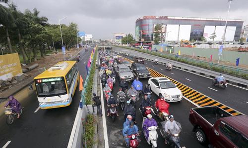Phương tiện ùn ùn trải nghiệm hầm chui phục vụ APEC