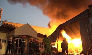 Cháy xưởng phế liệu 2.500m trong khu công nghiệp Hưng Yên
