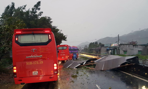 Bão Damrey đổ bộ, Khánh Hòa và Phú Yên tan hoang