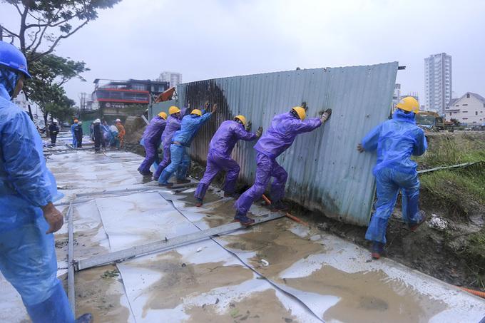 Đà Nẵng khẩn trương dọn vệ sinh các tuyến đường để đón APEC