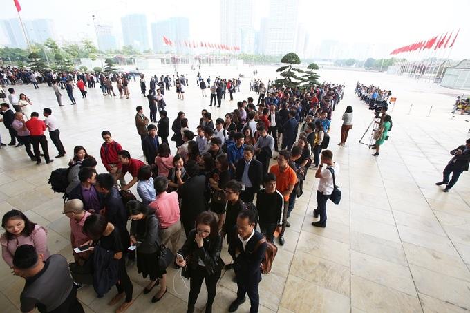 Hàng nghìn sinh viên xếp hàng chờ dự đối thoại cùng Jack Ma