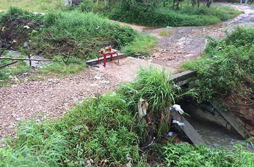 Người dân giao đất làm cầu nơi nam sinh bị nước cuốn