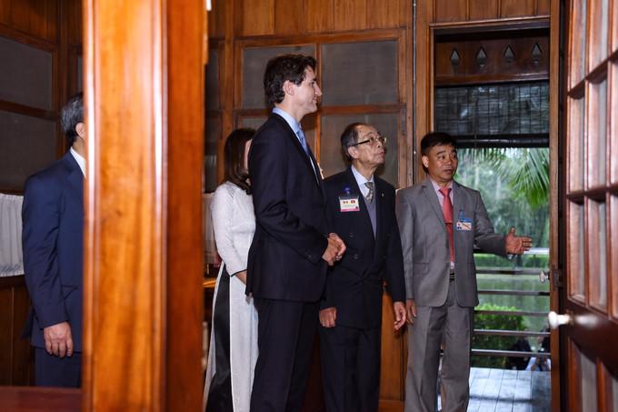 Thủ tướng Canada thăm Nhà sàn Hồ Chủ tịch