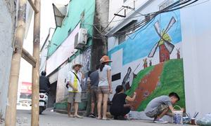 Người phụ nữ biến nơi tập trung rác thành các bức bích họa