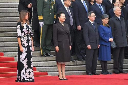 Bà Melania sáng nay trong lễ đón chính thức dành cho Tổng thống Mỹ tại Bắc Kinh, Trung Quốc. Ảnh: AFP.