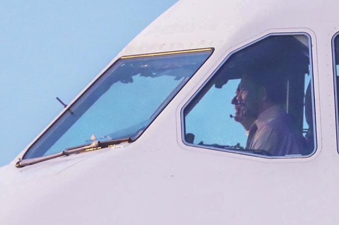 Quốc vương Brunei lái máy bay đến Đà Nẵng dự APEC