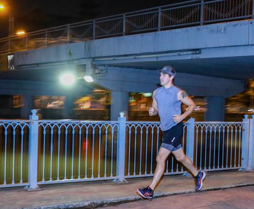 Thủ tướng Canada chạy bộ ở kênh Nhiêu Lộc TP HCM