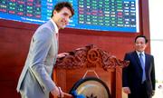Thủ tướng Canada đánh cồng chứng khoán ở TP HCM