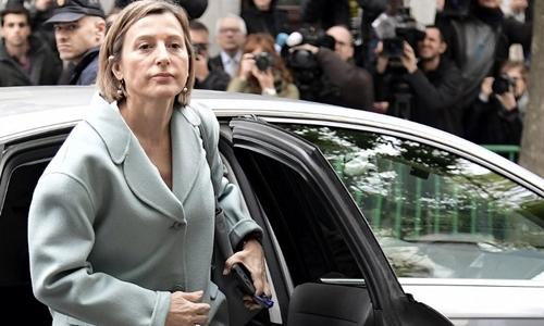 Cựu chủ tịch nghị viện Catalonia Carme Forcadell tới tòa án tối cao Tây Ban Nha ngày 2/11. Ảnh: AFP.