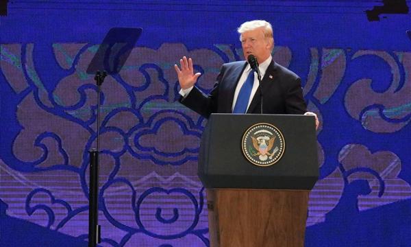 Tổng thống Mỹ Donald Trump phát biểu tại CEO Summit. Ảnh: Quỳnh Trần.