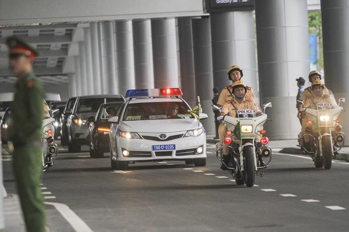 'Chiến mã' bọc giáp chở Tổng thống Putin tại Đà Nẵng