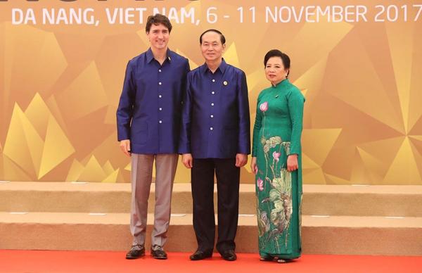 Chủ tịch nước Trần Đại Quang và Phu nhân đón Thủ tướng Canada Justin Trudeau.