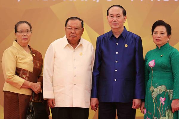 Chủ tịch nước Trần Đại Quang và Phu nhân đón Tổng Bí thư, Chủ tịch nước Lào Bounnhang Volachith và Phu nhân.