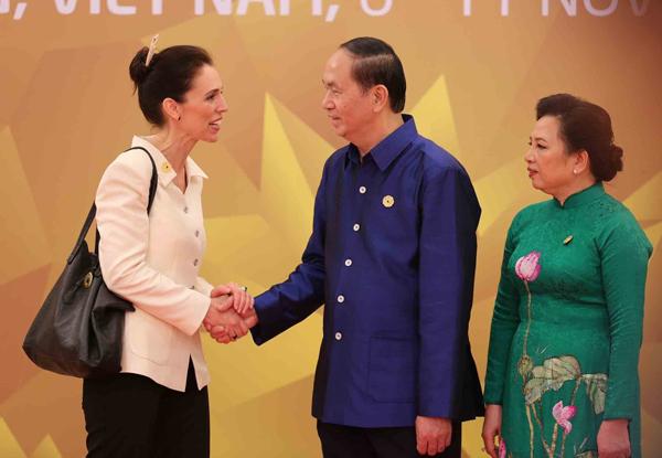 Chủ tịch nước Trần Đại Quang và Phu nhân đón Thủ tướng New Zealand Jacinda Ardern.