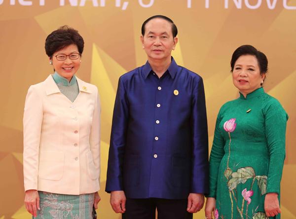 Chủ tịch nước Trần Đại Quang và Phu nhân đón Trưởng Đặc khu Hành chính Hong Kong-Trung Quốc Lâm Trịnh Nguyệt Nga